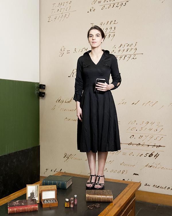 Elisa Bou, conteuse dans le rôle de Marie Curie © Sacha Lenormand photographe professionnel portraitiste Paris